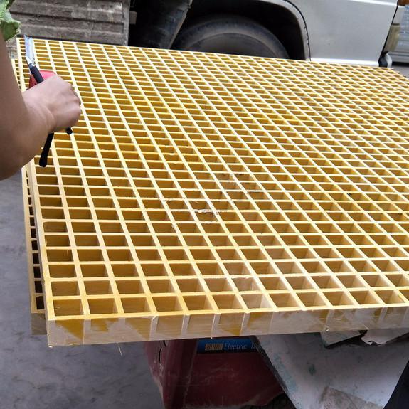 安平天泰金属供应38*38*38洗车房玻璃钢格栅板  玻璃钢制品   聚酯钢格板等等  厂家直销 欢迎新老客户微电咨询