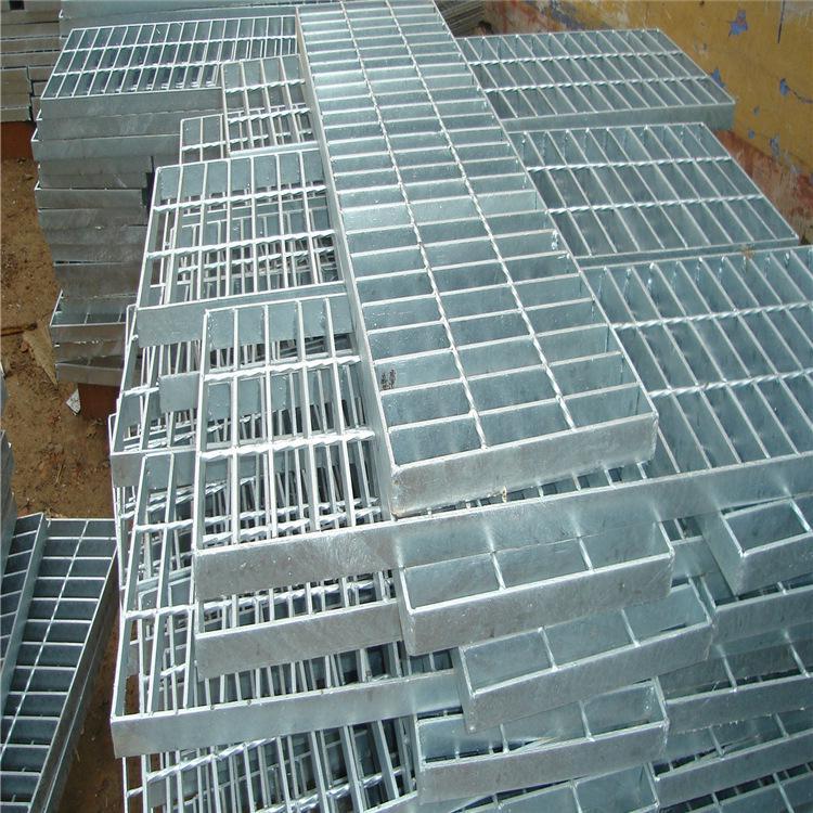 热销各种规格镀锌钢格板厂家批发低碳防滑包塑排水钢格板